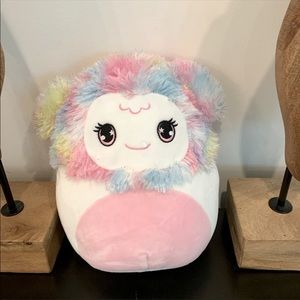 """❄️ ZAYLEE 8"""" peppermint scented mystery Squishmallow❄️"""